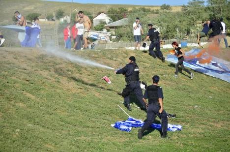 exces de zel si spray, majoritatea parasisera deja stadionul